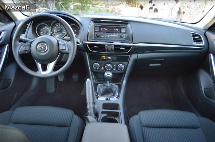 Новенькая Mazda6 приятно удивила своим салоном.