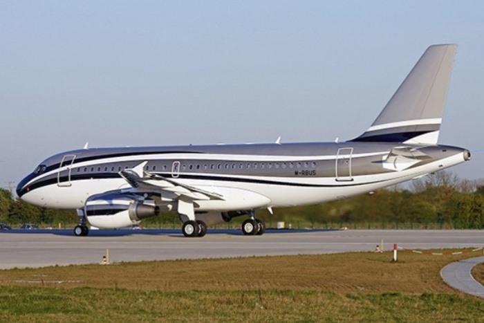 Гигантский Airbus A319.