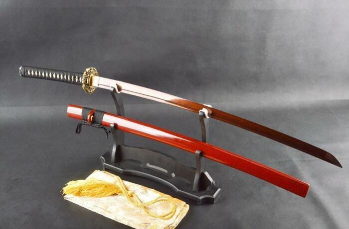 У японского клинкового оружия рукоятки бывают разные. /Фото: bladespro.co.uk.
