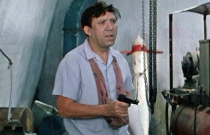 Семену дали итальянский пистолет. /Фото: vk.com.