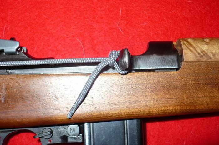 Натягивается на затвор и крючок. /Фото: fotki.com.