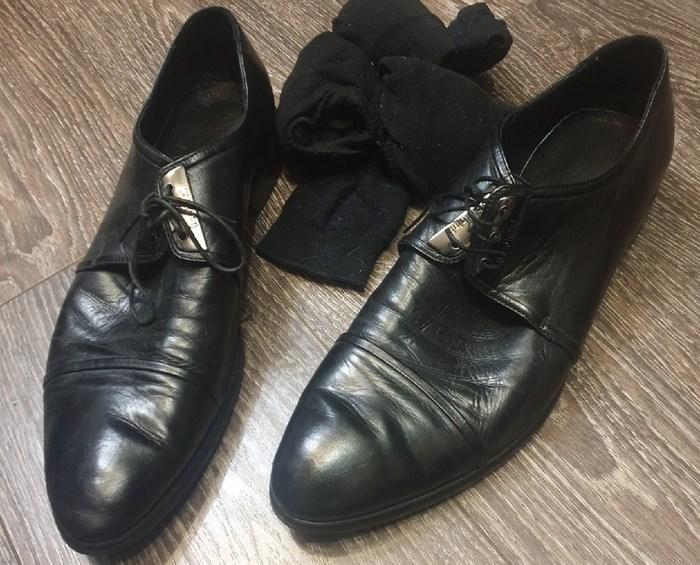 Берем туфли. /Фото: youtube.com.