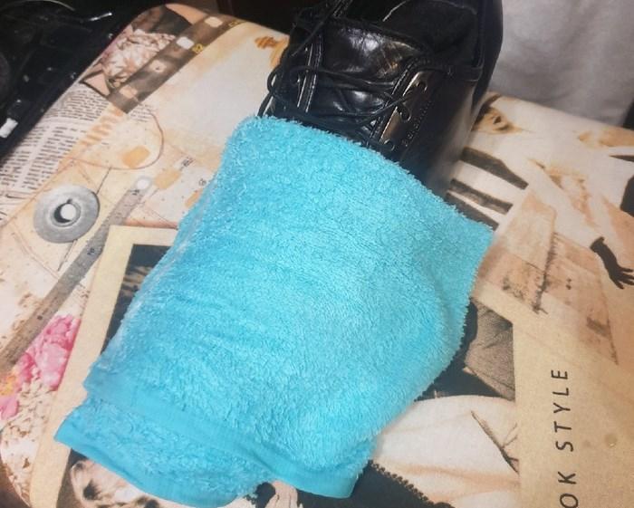 Накрываем полотенцем. /Фото: youtube.com.