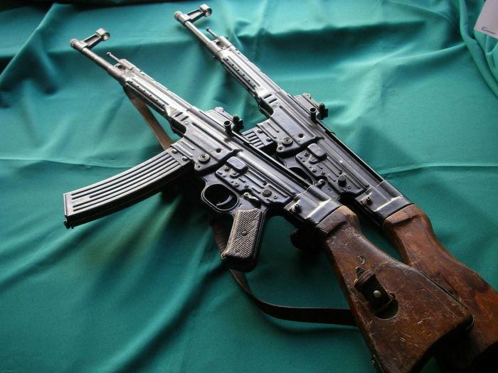 На самом деле общего у АК и StG почти нет. /Фото: popgun.ru.