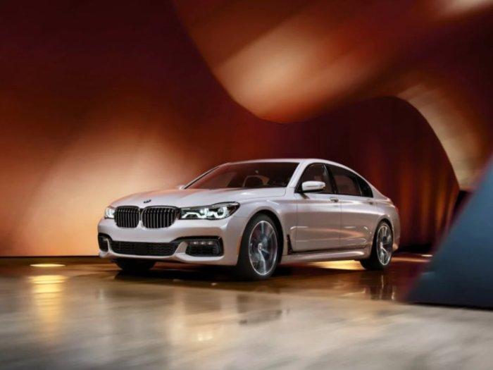 Определенно один из лучших это BMW 7.