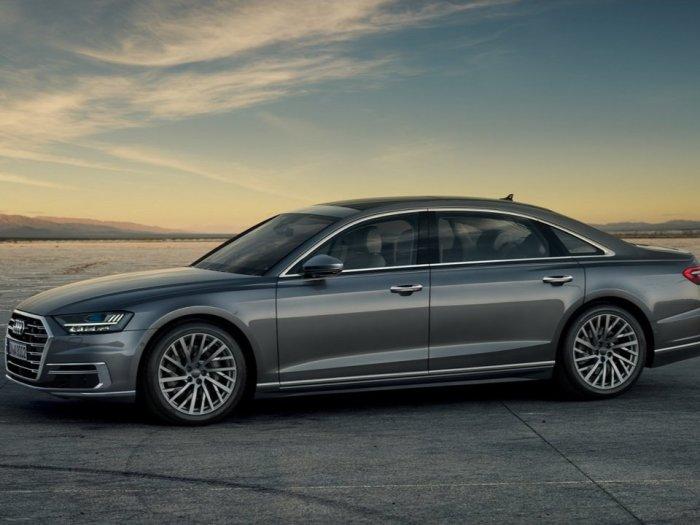 Добротная Audi A8.