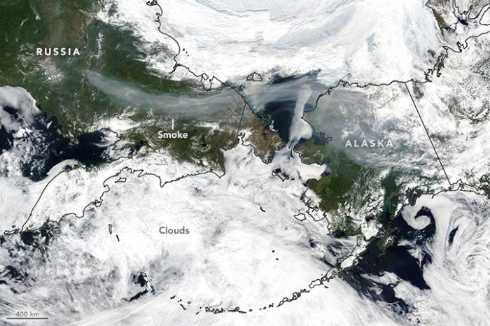 Пример миграции дыма от лесного пожара, снимок NASA.