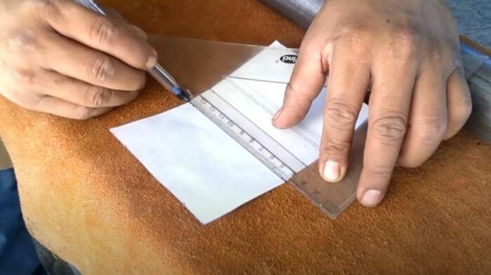 Сначала размечаем бумажку. /Фото: youtube.com.
