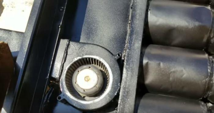 Подключаем вентилятор. /Фото: yotube.com.