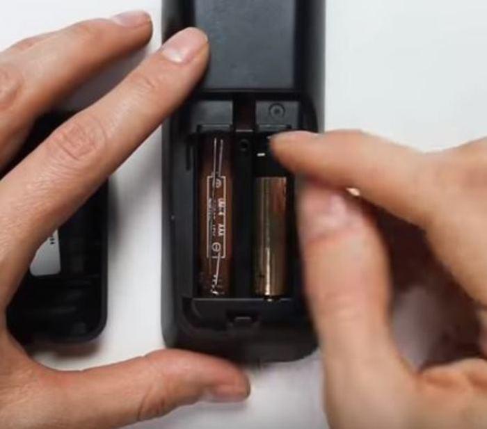 Можно использовать вместо батарейки.