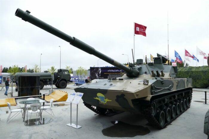 Первый в мире плавающий танк. /Фото: livejournal.com.