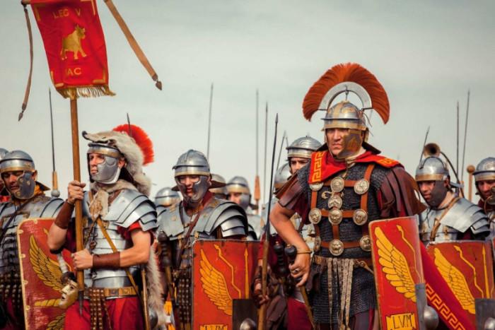 Вместе с военной экспансией Рима, по средиземноморью распространяться и его идеи. В конце концов гражданами будут признаны все жители империи не являющиеся рабами. /Фото: prikolnostey.net.