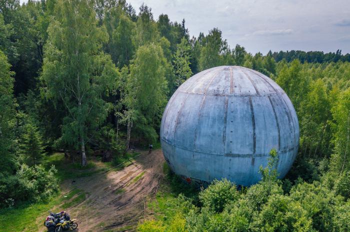 Под Дубной валяется такой шар. /Фото: twitter.com.