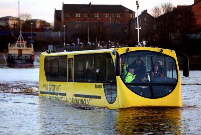 Такой автобус покатает и по воде.