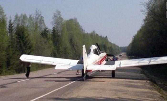 Самолеты на шоссе - это нормально. /Фото: bloknot.ru.