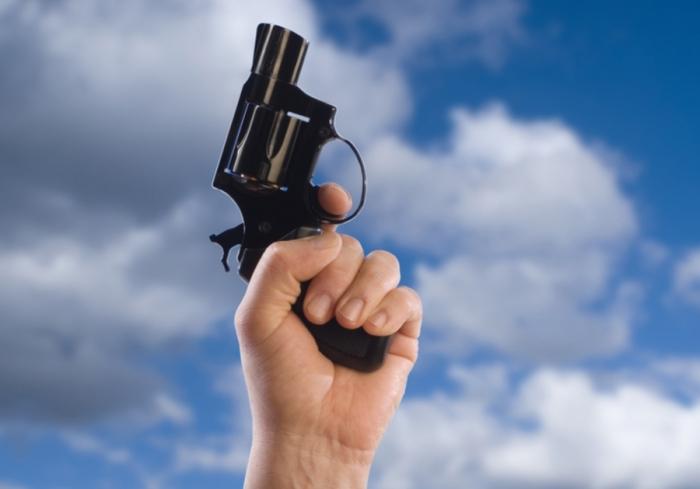 Стрельба в небо небезопасна. /Фото: zercalo.org.