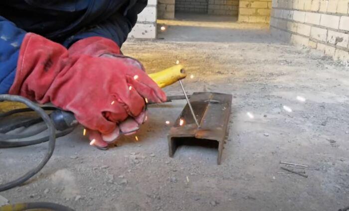 Варить гвоздем можно. /Фото: youtube.com.