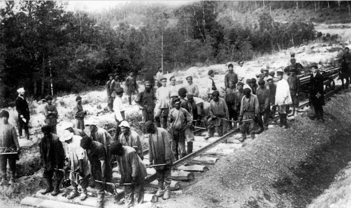 Железные дороги в Империи строились по британским и американским технологиям. /Фото: fishki.net.