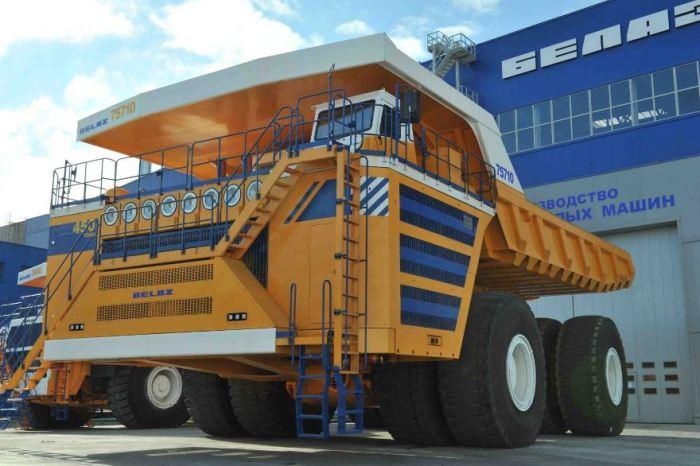 Отличный грузовик БелАЗ-75710.