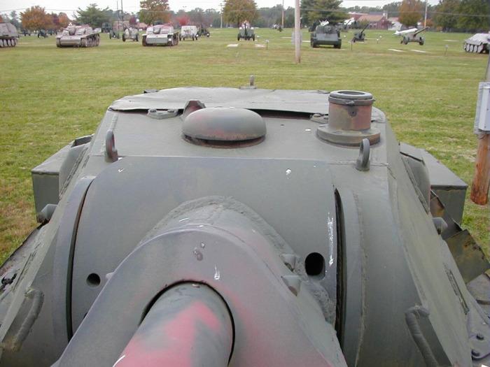 Отверстия рядом с пушкой. /Фото: toadmanstankpictures.com.