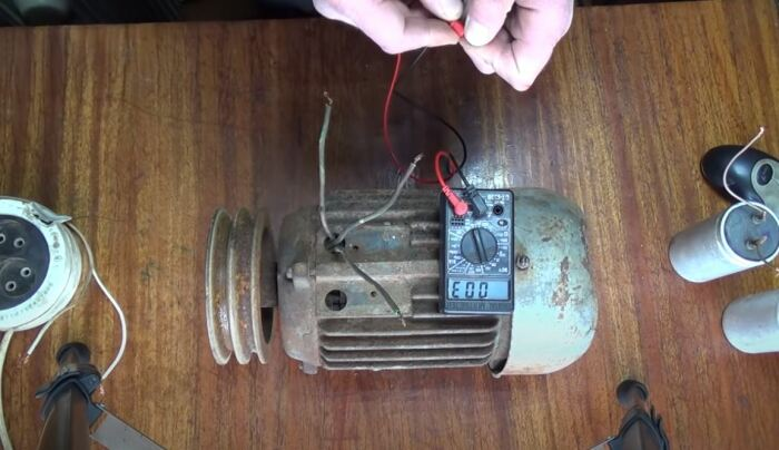 Суть в том, чтобы правильно собрать 6 проводов в 2. /Фото: youtube.com.