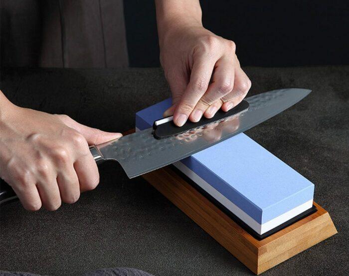 Стальной нож для быта лучше. /Фото: posudaguide.ru.