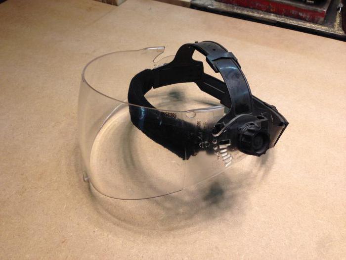 Работать без защитного снаряжения нельзя. /Фото: mig-welding.co.uk.