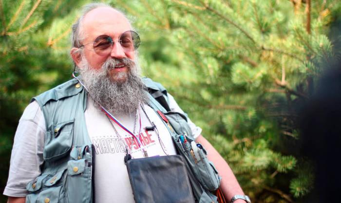 Можно носить не только Вассерману. /Фото: brodude.ru.