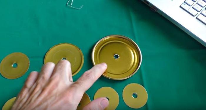 Готовим отверстия. /Фото: youtube.com.