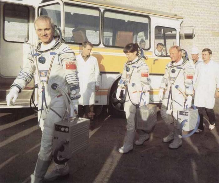 Между автобусом и стартом - 6 часов. /Фото: www.sovietmuseum.ru.