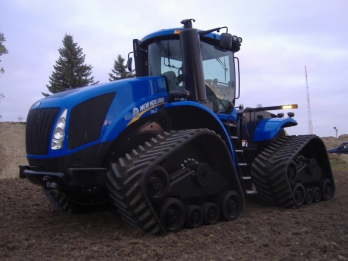 Мощный и производительный трактор.