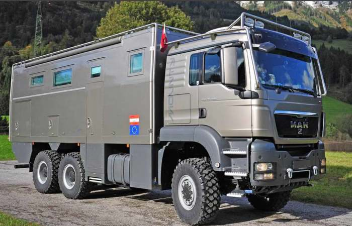 Новейший грузовик-дом для путешествий и отдыха.