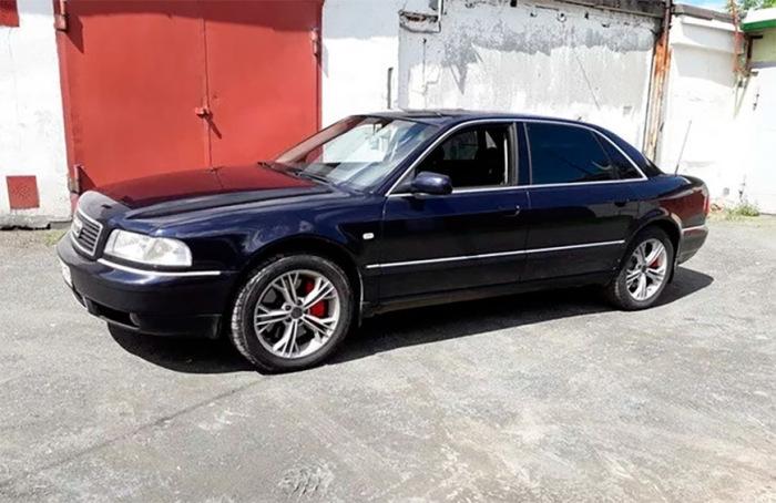Audi A8. Все еще хорошо выглядит.