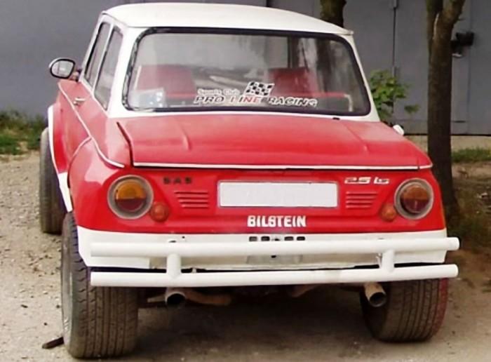 Старый  ЗАЗ-968 с огромными колесами.