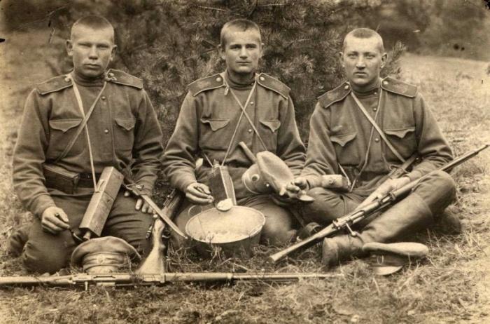 Производству консервов способствовала война. /Фото: warphoto.ru.