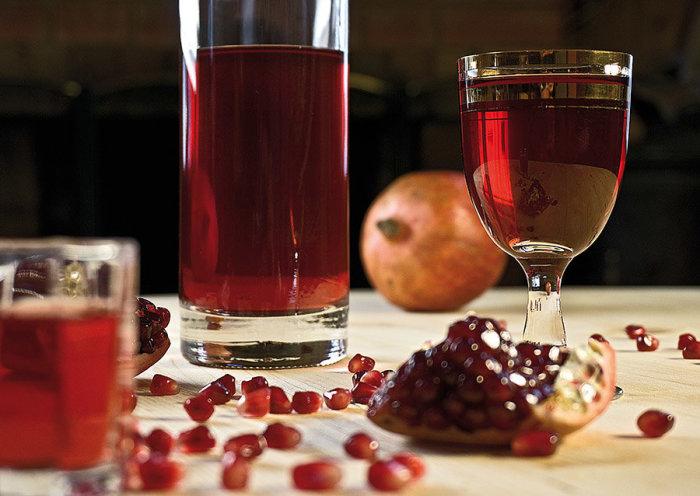 Сладки напитки опасны для дерева. /Фото: yandex.ua.