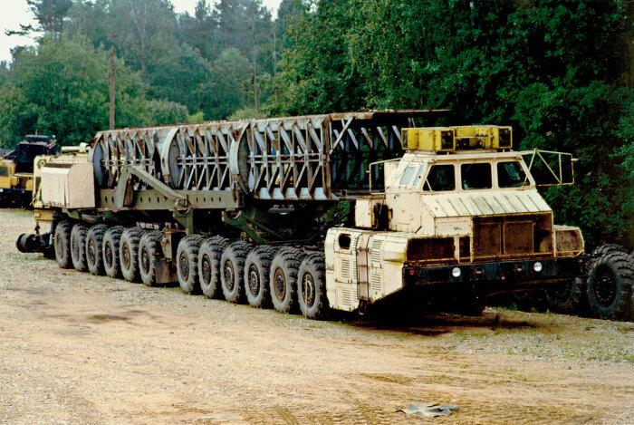 Уникальная машина грузоподъемность 150 тонн. /Фото: 5koleso.ru.