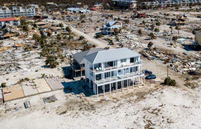 Как этот дом уцелел после урагана.