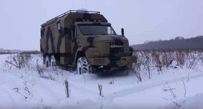 «Урал Next» ездит быстро даже по пресеченной местности.