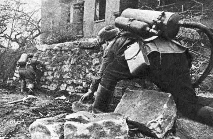 Опыт штурмовых групп был отработан в Сталинграде. /Фото: art-apple.ru.