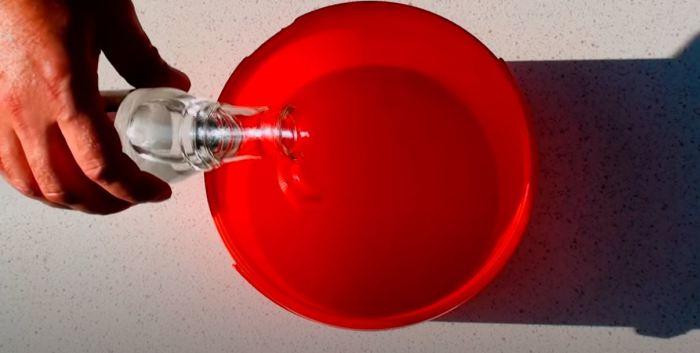Вода и уксус. /Фото: youtube.com.