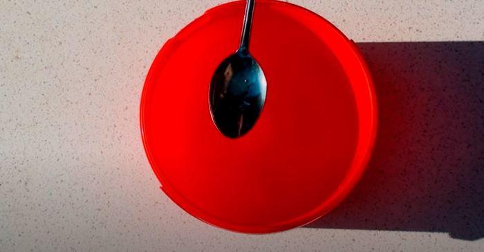 Соль и моющее средство. /Фото: youtube.com.