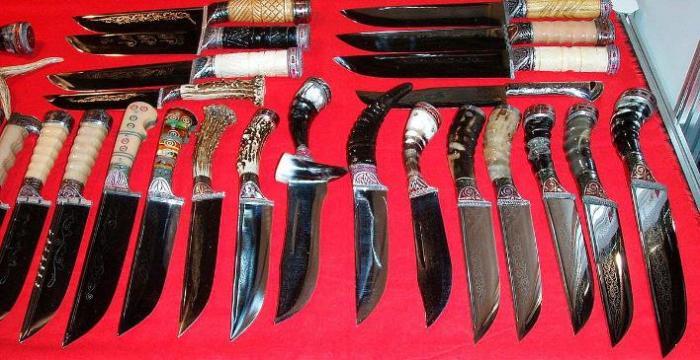 Ножей очень много.