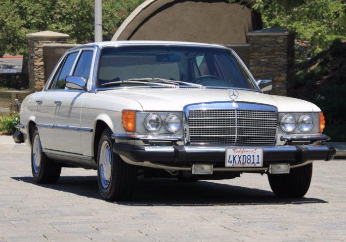 Одно время Высоцкий ездил на Mercedes-Benz.