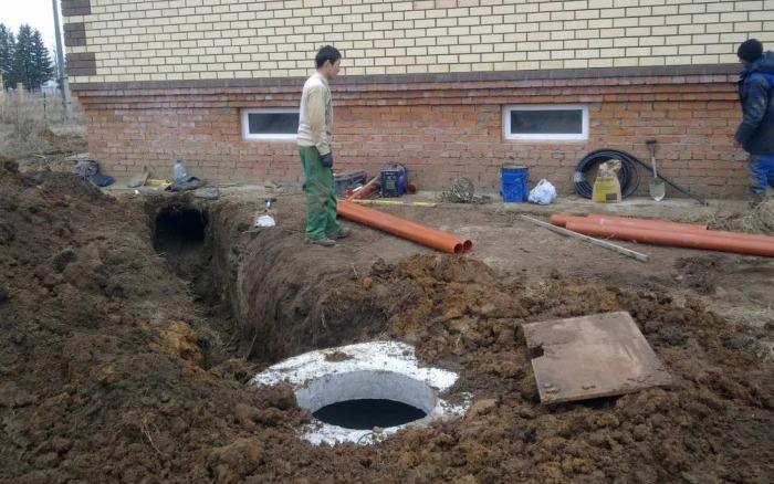 Организация канализации - дело непростое. /Фото: sad-dom.com.