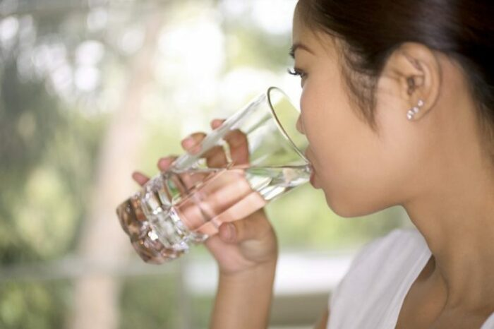 Пробуем воду на вкус. /Фото: harrisdmd.com.