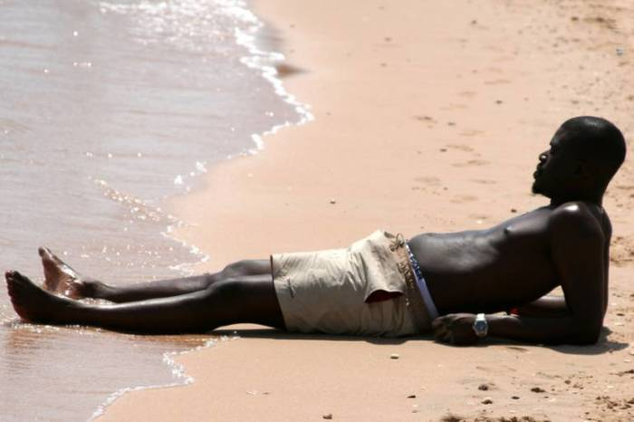 А темная кожа помогает справиться с ультрафиолетом. /Фото: ya.ru.
