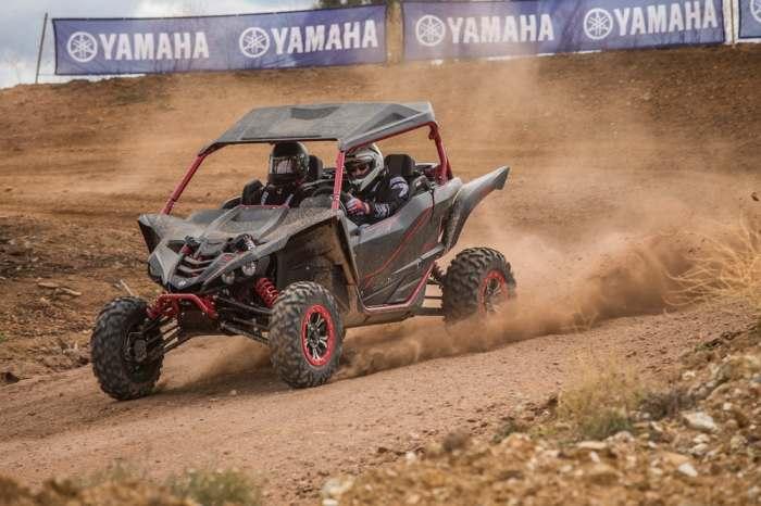 Yamaha YXZ1000R на трассе.