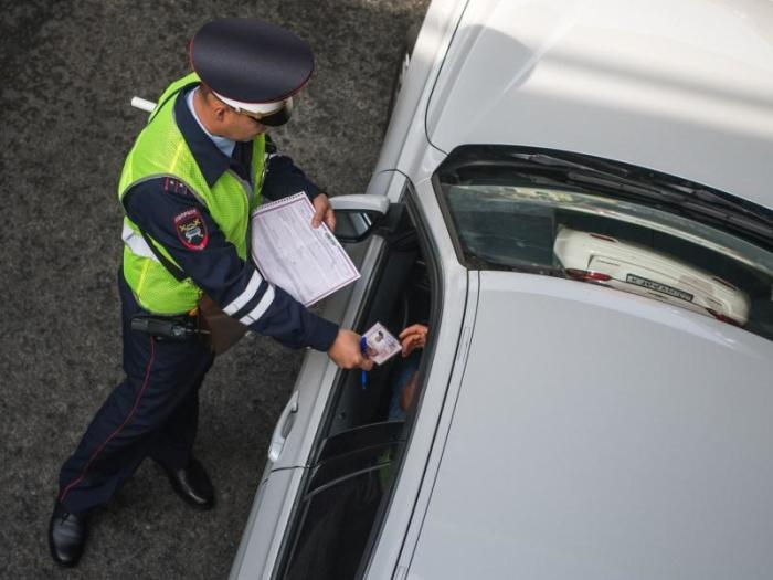 В большинстве случаев инспекторы все-таки проверяют быстро. /Фото: evakuator-vladimir.ru.