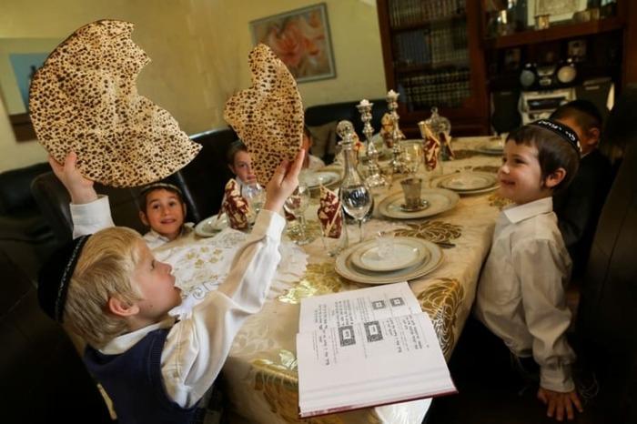 Маца - бедный хлеб. /Фото: torah-box.com.